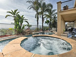 Luxurious house w/ private hot tub and heated pool - short drive to the beach