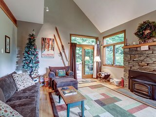 Family lodge w/ deck & fireplace - just a short drive to Killington & Pico Mtn!