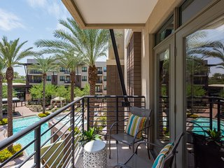 Pool VIEW | Luxury Style | 2 Master Suites | Pool Cabana | 55'Roku TV |King Beds
