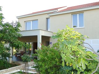 Four bedroom house Korcula (K-13472)