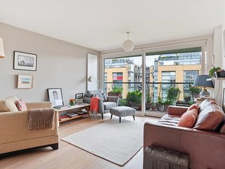 Stylish 2 bed apt with balcony in Haggerston