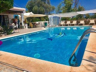 CHEERFUL STUNNING  Villa  with BIG pool 5 double bedrooms WIFI & SEA