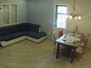 Two bedroom apartment Jelsa, Hvar (A-196-d)