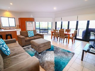 Flexi 3 Belmont - walk to Sailing club and lakes edge. Close to great beaches