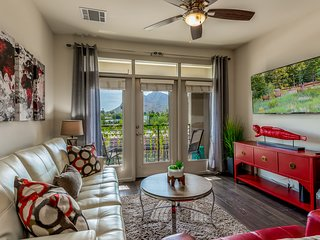 ❤Luxury Retreat | MOUNTAIN VIEW | King bed | Free Wifi | 55'TV's| Pool Cabana