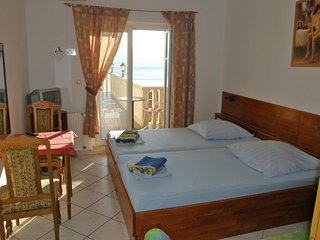 Room Stanići, Omiš (S-14782-g)
