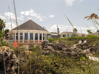 Luxurious Gulf Front Home Featuring Breathtaking Views, WiFi and Conveniently lo