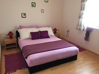 Pirovac Apartment Sleeps 6 with Air Con and WiFi - 5582962