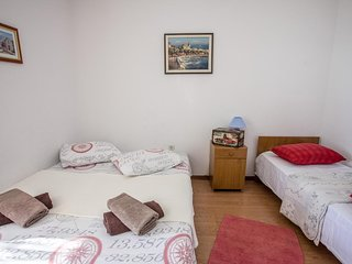 Two bedroom apartment Krilo Jesenice, Omiš (A-14823-b)