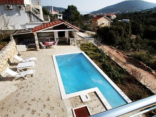 Vinisce Holiday Home Sleeps 7 with Pool Air Con and WiFi - 5580145