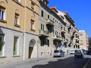 Split Apartment Sleeps 6 with Air Con - 5582561