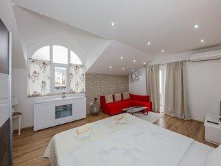 Studio flat Kastel Stafilic, Kastela (AS-14714-a)