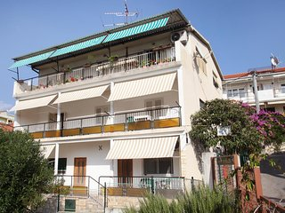 Three bedroom apartment Trogir (A-15011-a)