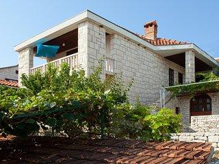One bedroom apartment Postira, Brač (A-15053-a)