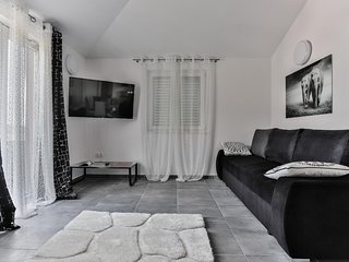 Two bedroom apartment Sevid, Trogir (A-15108-c)