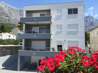 Baska Voda Apartment Sleeps 8 with Air Con - 5635898