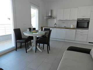 Baska Voda Apartment Sleeps 4 with Air Con - 5635897