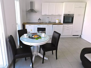 Baska Voda Apartment Sleeps 4 with Air Con - 5635899
