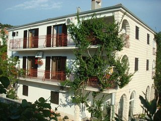 Two bedroom apartment Trogir (A-15237-a)