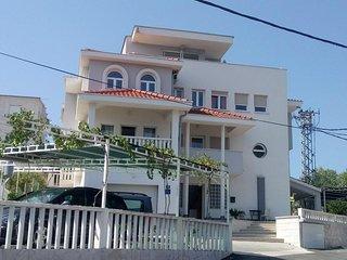 Two bedroom apartment Slatine, Ciovo (A-15311-a)