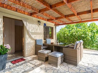 Zdrelac Holiday Home Sleeps 4 with Air Con and WiFi - 5624248