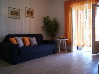 One bedroom apartment Jelsa, Hvar (A-15348-b)