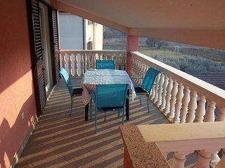 Flengi Apartment Sleeps 4 with Air Con and WiFi - 5650709