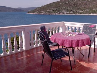 Mali Drvenik Apartment Sleeps 5 with Air Con - 5624448