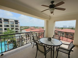 Spacious and Modern Condo, Indulge in Aruba's Scenery from your large balcony, G
