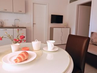 Baska Voda Apartment Sleeps 4 with Air Con - 5635895
