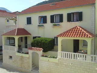Two bedroom apartment Bol (Brač) (A-15564-a)