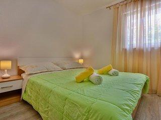 Two bedroom apartment Sutivan, Brac (A-752-f)