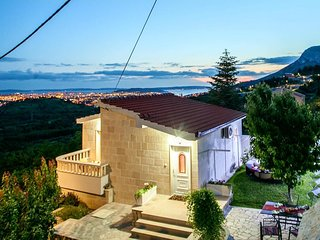 One bedroom house Klis, Split (K-15652)