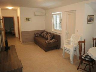 One bedroom apartment Preko, Ugljan (A-15669-a)