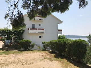 Two bedroom apartment Banjol, Rab (A-15679-a)