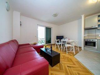 Two bedroom apartment Makarska (A-15705-b)