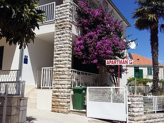 Two bedroom apartment Primošten (A-15718-a)