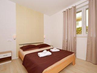 Two bedroom apartment Stobreč, Split (A-15780-b)