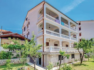 Three bedroom apartment Novi Vinodolski (A-15946-a)