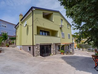Three bedroom apartment Mali Lošinj (Lošinj) (A-16019-a)
