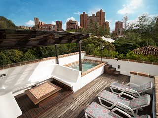 CIELO -Luxury, Waterfall, Jacuzzi, Penthouse Suite