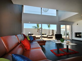 SUPERB BRAND NEW MODERN VILLA WITH EXCEPTIONAL PRIVATE POOL, A/C, WI-FI & BBQ
