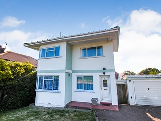 Cliff House 3 Bedroom house, Sea Views close to sandy beach and harbour ref#2