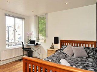 Draco Street RM1 . Comfortable Private Room In Kennington