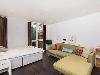 Draco Street RM4 · Simple Private Room In Kennington.