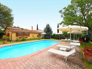 3 bedroom Villa in Il Poggiolo, Tuscany, Italy : ref 5513289