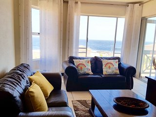 Hermanus Beach Club: First Floor stunning seaviews