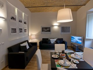 Modern and stylish 2 bed flat near the Colosseum