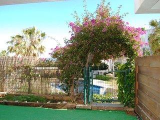 Poolfront garden apartment Ref 46