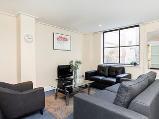 145. STYLISH 2BR IN THE HEART OF HOLBORN - CHANCERY LANE